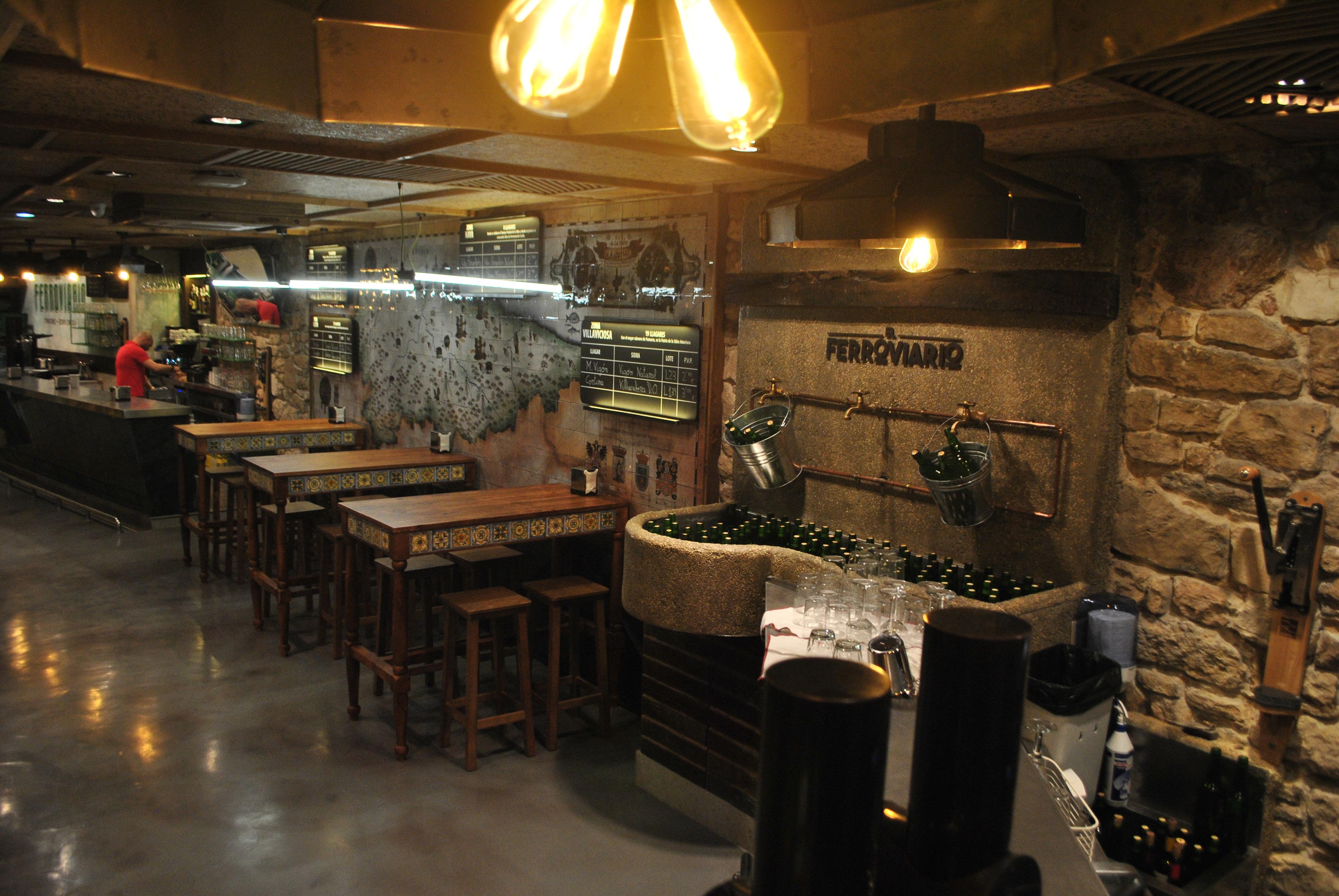 El Ferroviario chigre-espicheru zona bar