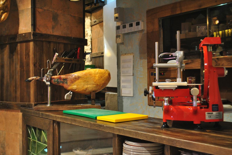 El Ferroviario chigre-espicheru embutidos y quesos